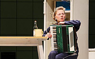Buitinis alkoholizmas, arba Kelionė laiku Šiaulių dramos teatre