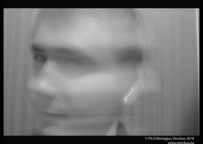 """Kadrs iš Dr. Remigijaus Venckaus videofilmo """"Pasiklydęs veiksme"""" 2010"""